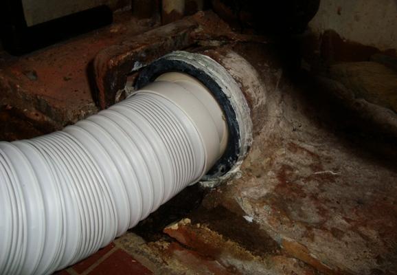 Соединение пластиковой трубы с чугунной